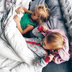 Poranne leniuchy. Pierwszy poranek z malutka w domu. Nooo... Powiem wam KOSMOS!  #rodzicewsieci#blogparentingowy #morning #goodday #vscokids#vscolife #instamatki #mom#mojewszystko #instadziecko #wielodzietni#rodzina #kids #kidsoninstagram #douterslove#justbaby #dzieci #bajka #poranek