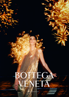 Mica Arganaraz poses in Greece for Bottega Veneta's spring-summer 2020 campaign. Lensed by Tyrone Lebon, the Argentinean model lounges on a yacht for theses… Gisele Bundchen, Lily Collins, Olivia Palermo, Spring 2015 Fashion, Autumn Fashion, Fantasy Fashion, Ted Baker, Tyrone Lebon, Vogue Mexico