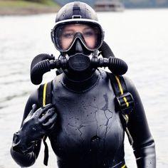 Erg Mooie Duiken Leuk 089058 Scuba Diving Quotes, Scuba Diving Mask, Diving Helmet, Diving Suit, Sofia Vergara, Diving Lessons, Gas Mask Girl, Technical Diving, Diving Springboard