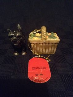 NWT Warner Brothers Wizard Of Oz Toto And Basket Salt And Pepper Shakers 17169