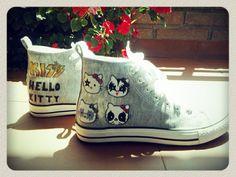 """Zapatillas  pintadas """"Hello Kitty Kiss"""" Detalle: nombre en la puntera """"Tere"""" y tachuela en la parte de detrás http://www.youtube.com/watch?v=IbiFkS4XwG8"""