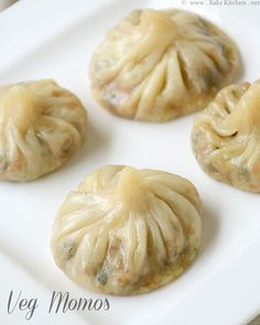 Veg momos recipe, How to make momos - Raks Kitchen Veg momos.I would add capsicum (bell peppers) and french beans to this as well.I love the extra veggie version of anything (you will know i Indian Snacks, Indian Food Recipes, Cabbage Recipes Indian, Indian Vegetarian Recipes, Veg Recipes Of India, Delicious Vegan Recipes, Yummy Food, Momos Recipe, Vegetarian Dumplings Recipe