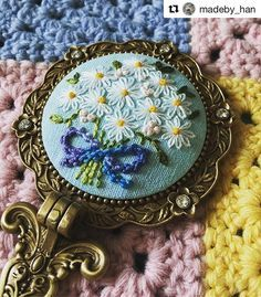@madeby_han #needlework #handembroidery #broderie #ricamo #embroidery #bordado Embroidery Applique, Embroidery Stitches, Embroidery Patterns, Walnut Shell Crafts, Brooches Handmade, Embroidery Techniques, Handmade Accessories, Sewing Crafts, Needlework