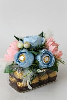 Ferrero Chocolate, Chocolate Gifts, Felt Flowers, Paper Flowers, Alcohol Gifts, Edible Crafts, Chocolate Bouquet, Box Cake, Gift Packaging