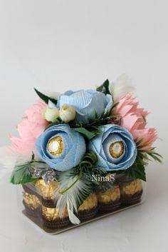 Ferrero Chocolate, Chocolate Gifts, Candy Bouquet Diy, Diy Bouquet, Felt Flowers, Paper Flowers, Alcohol Gifts, Edible Crafts, Chocolate Bouquet