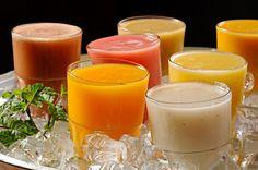 sucos da fruta do pé: acerola, goiaba, caju, mangaba, manga, graviola, abacaxi, cajá... <3