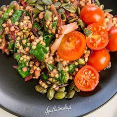 Dania jednogarnkowe to moje ulubione dania. Najczęściej kwalifikują się one również do kategorii: resztki z tygodnia. Zwykle w woku czy garnku ląduje u mnie wszystko to, na co nie mam innego pomysłu. I efekty są pyszne! Grunt to odpowiednio doprawić… Healthy Dinner Recipes, Diet Recipes, Cooking Recipes, Foods With Gluten, Good Food, Food And Drink, Healthy Eating, Meals, Bento
