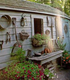 Rustic garden: garden, shed decor. Garden Junk, Garden Cottage, Garden Tools, Rustic Gardens, Outdoor Gardens, Shed Decor, Home Decor, Pinterest Garden, Vintage Garden Decor
