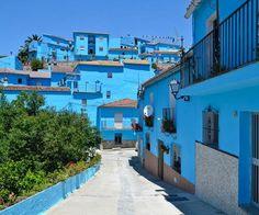 Smurfs Town, Júzcar, Málaga, Spain, A Lovely Romantic Blue Town Malaga Spain, Seville Spain, Scary Places, Places To See, Tenerife, The Beautiful Country, Beautiful Places, Beautiful Scenery, Travel