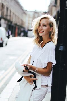 Image via We Heart It https://weheartit.com/entry/166595885/via/2659899 #beautiful #blonde #classy #outfit #smile #white