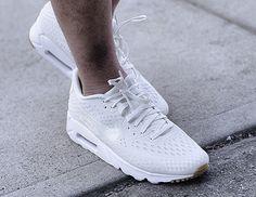 Découvrez la Nike Air Max 90 Ultra BR Summit White/Pure Platinum, une running blanche avec une semelle en gomme (printemps été 2015).