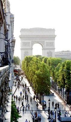 Champs Elysees, Paris, France #kidandcoe #bringthekids https://www.kidandcoe.com/city-scout/paris