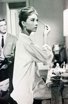 how to get holly golightly's makeup; the breakfast at tiffany's look; audrey hepburn.