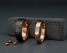 ✿ DESCRIPTION Handmade solid 14k rose gold faceted bands set. Wedding band is the one piece of jewelry you wear the most. Hence, its design should go along with everything you wear, from a cocktails dress or suit to your casual outfit. This wedding bands set design is combined from a rough brushed dark band for Men, and a rough brushed faceted white band, like the delicateness of the women. the way the light is playing with this band is just hypnotizing. CUSTOMIZATION I can make the ring...