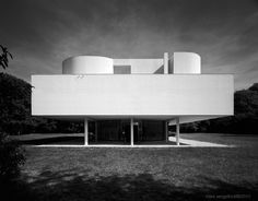 A most appropriate 1000th pin on this board. The original and still the best... Villa Savoye in Poissy (1928-1932) by Le Corbusier