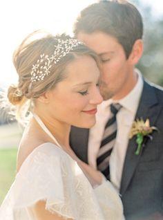 Quer saber mais sobre a tendência dos headbands? Fizemos um guia no CasarCasar para penteados de casamento seguindo essa tendência! Vem ver ;)