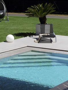 L 39 escalier sur mesure par l 39 esprit piscine escalier d for Mini piscine miroir