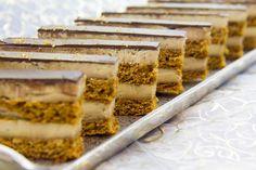 J'adore les gâteaux Opéra! Et pourquoi ne pas en faire une recette version salée avec du foie gras? Un recette sublime…et magique. C'est ma recette de foie gras préférée et pour les fêtes c'est une entrée magique. Pour d'autres idées de recettes festives à base de foie gras: cliquez ici Beaucoup d'entre vous aviez émis le souhait d'être informés de … lire la suite → Tiramisu, Buffet, Ethnic Recipes, Desserts, Food, Biscuits, Cookies, Recipes, Cook