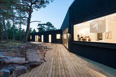 deck edge shaped by stone feature . Villa Blåbär by pS Arkitektur