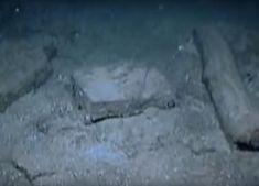 Începând cu anul 2000, Robert Duane Ballard (ofițer în Marina Statele Unite, profesor de oceanografie la Universitatea din Rhode Island, cunoscut mai ales pentru rezultatele obținute în arheologia subacvatică), într-o serie de expediții - unele desfășurate cu sprijinul din partea National Geographic - a identificat la aproximativ 100 de metri sub suprafața Mării Negre, un sit arheologic amplasat în apropierea a ceea ce păreau a fi țărmurile străvechi ale fostului lac. Rhode Island, National Geographic, Outdoor, Outdoors, Outdoor Games, The Great Outdoors