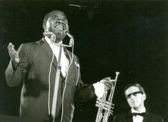 Louis Armstrong Plays Historic Cold War Concerts in East Berlin & Budapest (1965) http://cultr.me/1hFuXCA pic.twitter.com/FEMEgQUUGw