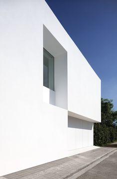 Gallery of Pati Blau House / Fran Silvestre Arquitectos - 32 Minimalist Architecture, Minimalist Interior, Minimalist Living, Contemporary Architecture, German Architecture, Modern Staircase, Staircase Design, Spanish House Design, Coffee Table Design
