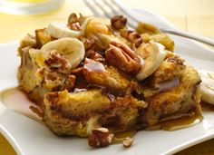 Bananas Foster French Toast      8  slices cinnamon bread, cut into 1/2-inch cubes (about 8 cups)      8  eggs      1  cup milk      2 1/2  cups real maple syrup      1  teaspoon rum extract      6  ripe bananas, cut into 1/2-inch slices      1  cup chopped pecans