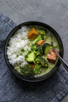This flavorful green curry is made with a homemade Thai curry paste and is stuffed full of green vegetables and fried tofu. The result is a creamy and satisfying meal that goes perfectly with some steamed Jasmine rice.