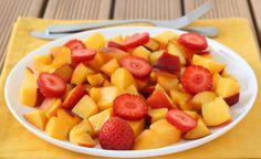 Usko tai älä - nämä hedelmät maistuvat paremmalta suolan kanssa | pippuri | Iltalehti.fi Fruit Salad, Food, Healthy Recipes, Fruit Salads, Essen, Meals, Yemek, Eten
