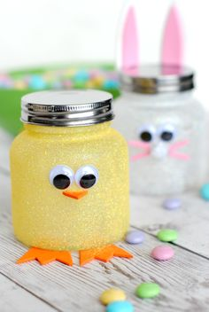 Easter candy jars + 25 Easter Crafts for Kids - Fun-filled Easter activities for you and your child to do together! Baby Food Jar Crafts, Mason Jar Crafts, Mason Jars, Crafts In A Jar, Baby Jars, Baby Food Jars, Easter Projects, Easter Crafts For Kids, Easter Ideas