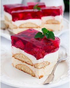 Deser z chia, owocami i galaretką - I Love Bake Polish Recipes, I Want To Eat, Sweet Desserts, Vanilla Cake, Love Food, Tiramisu, Panna Cotta, Raspberry, Cheesecake