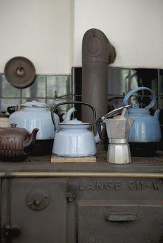 Scandinavian Style Contry Kitchen - so cute! Romsø54CharlotteSchmidtOlsen.jpg
