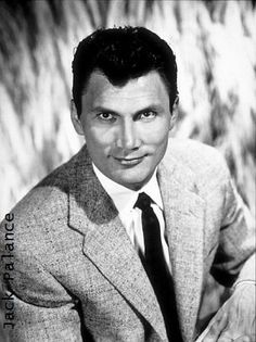Jack PALANCE Bio * AFI Top Actor nominee > Active > Born Volodymyr Palahniuk 18 Feb 1919 Pennsylvania > Died 10 Nov 2006 (aged California, natural causes > Other: Singer > Spouses: Virginia Baker div); Elaine Rogers his death) > Children: 3 Old Hollywood Style, Hooray For Hollywood, Hollywood Actor, Golden Age Of Hollywood, Hollywood Stars, Classic Hollywood, Vintage Hollywood, Veteran Movie, Jack Palance