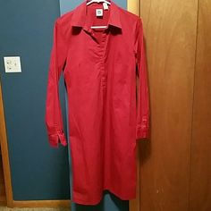 Gap long sleeved cotton shirt dress In excellent condition. Can be worn just as is or looks really cute with a belt. Two snap buttons up the front with a collar. GAP Dresses Long Sleeve