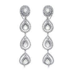 Earrings in diamond.