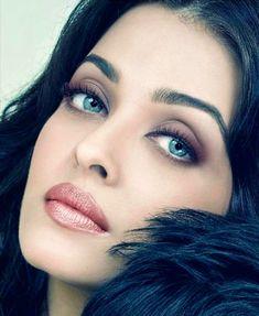 Aishwarya Rai such a beautiful face Aishwarya Rai Makeup, Actress Aishwarya Rai, Aishwarya Rai Bachchan, Bollywood Actress, Beautiful Indian Actress, Beautiful Actresses, Beautiful Eyes, Most Beautiful Women, Aishwarya Rai Pictures