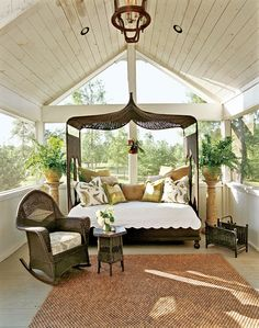enclosed porch perfect for napping...