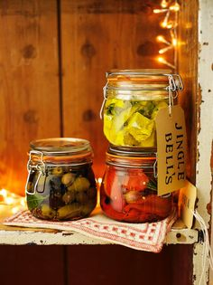 Jamie Oliver: marinated olives, feta and roasted peppers Vegetarian Roast, Tasty Vegetarian Recipes, Snack Recipes, Dinner Recipes, Edible Christmas Gifts, Edible Gifts, Xmas Gifts, Xmas Food, Christmas Cooking