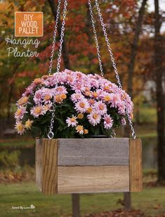 DIY Wood Pallet Hanging Planters — Saved By Love Creations Scrap Wood Projects, Diy Pallet Projects, Woodworking Projects, Scrap Wood Crafts, Diy Wood Pallet, Wooden Pallets, Outdoor Pallet, Diy Hanging Planter, Wood Planters