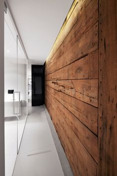 Espace St-Denis by Anne Sophie Goneau Design I Like Architecture Timber Walls, Wood Panel Walls, Wooden Walls, Wood Feature Walls, Wooden Wall Bedroom, Wood Wall Paneling, Wooden Wall Design, Wooden Wall Panels, Panelling