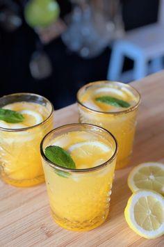 Alcoholvrije drankje uit het boek Limonade: Instant Lemonade die je in 5 minuten maakt - Francesca Kookt Non Alcoholic Drinks, Cocktail Drinks, Cold Drinks, Tapas, Diner Party, Virgin Drinks, Happy Drink, Homemade Lemonade, Home Recipes