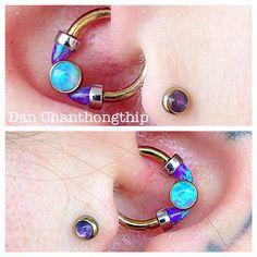 Jewelry OFF! Daith piercing by Dan Chanthonghip of Fidelity Tattoo Co. Jewelry by Anatometal. Punk Earrings, Bar Stud Earrings, Emerald Earrings, Simple Earrings, Tattoo Und Piercing, Daith Piercing, Body Piercings, Daith Rings, Septum