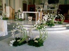 Selecting The Flower Arrangement For Church Weddings Altar Decorations, Diy Centerpieces, Flower Decorations, Wedding Decorations, Altar Flowers, Wedding Ceremony Flowers, Church Flowers, Funeral Flower Arrangements, Floral Arrangements