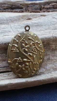 Gold filled locket - oval locket - grape locket - grape vine locket - Victorian locket - antique locket - antique gold filled - grape leaf by SteamyAntiquities on Etsy