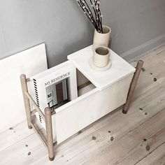 Keep your magazines and books in place - Design by Kristina Dam Studio. Get inspired at eniito.com - discover Nordic design you didnt know existed. #eniito #magazines #danishdesign #qualityproducts #scandinavianhome #scandinavianinterior #marble #homestyling #magazinerack #magazineholder