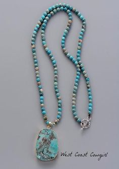 This agate and turquoise beaded necklace gives you a stunning look with its color and bold style. This necklace is perfect for concerts and western events. The pendant is a slice of natural agate. The color tone and shape of the pendant varies. Length: Approx. 33.5 inches #jewelrynecklaces