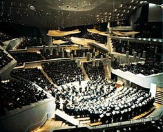 14. Hear the Berlin Philharmonic    The Berlin Philharmoniker is widely regarded as one of the world's foremost symphony orchestras. The Philharmoniker tour extensively and are currently conducted by Britain's Sir Simon Rattle, whose artistic license means that the programme bristles with contemporary and classical choices. Classical music enthusiasts are advised to check that their visit to Berlin coincides with the Orchestra playing at home.