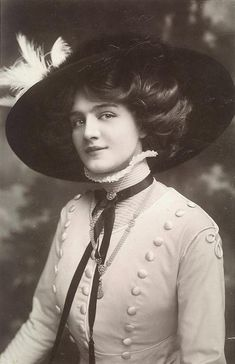 Elsie was a stage diva and the most photographed woman of the Edwardian Era. The Vintage News