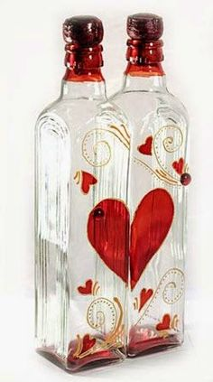 Two Pretty Bottles make One Pretty Red Heart! Wine Bottle Design, Wine Bottle Art, Painted Wine Bottles, Diy Bottle, Bottles And Jars, Pot Mason, Mason Jar Crafts, Jar Art, Glass Bottle Crafts