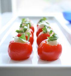 Mozzarella Stuffed Cherry Tomatoes - A bite-size caprese salad One Bite Appetizers, Yummy Appetizers, Appetizer Recipes, Party Appetizers, Tomato Appetizers, Caprese Appetizer, Party Recipes, Mozarella, Fresh Mozzarella